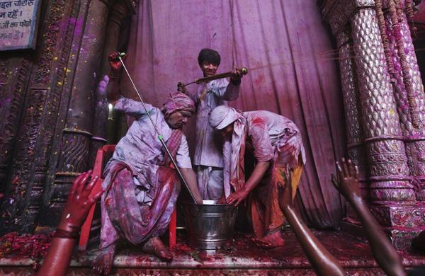Lễ hội Holi rực rỡ sắc màu ở Ấn Độ 9