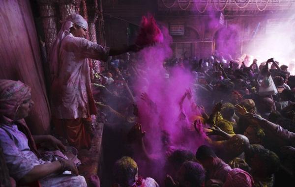 Lễ hội Holi rực rỡ sắc màu ở Ấn Độ 10