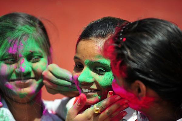 Lễ hội Holi rực rỡ sắc màu ở Ấn Độ 11