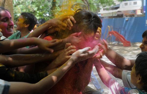 Lễ hội Holi rực rỡ sắc màu ở Ấn Độ 13