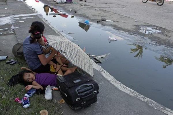 Nhìn lại những hình ảnh không thể nào quên trong siêu bão Haiyan 17