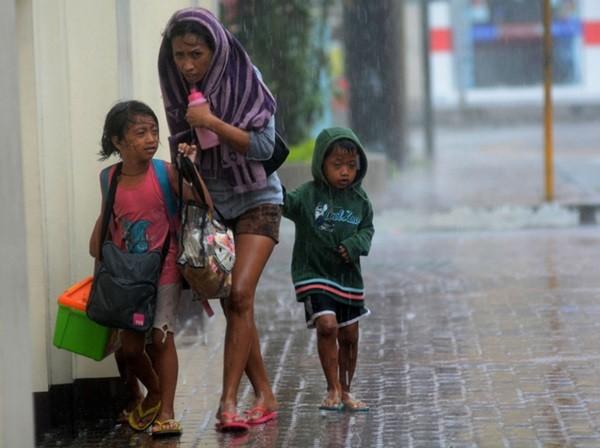 Nhìn lại những hình ảnh không thể nào quên trong siêu bão Haiyan 5