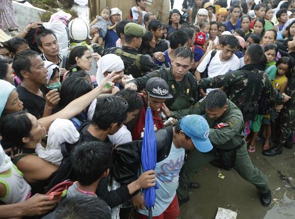 Nhìn lại những hình ảnh không thể nào quên trong siêu bão Haiyan 22
