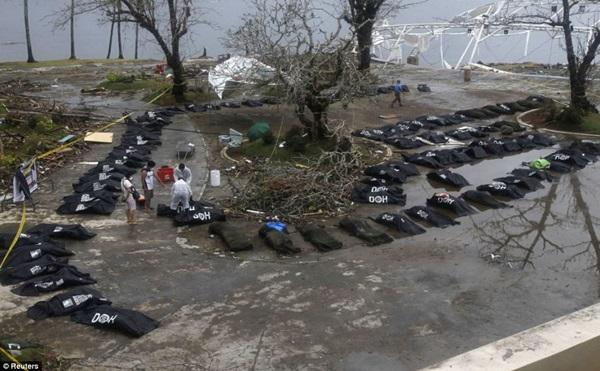 Nhìn lại những hình ảnh không thể nào quên trong siêu bão Haiyan 16