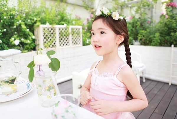 """Cô bé có vẻ đẹp thiên thần gây """"sốt"""" mạng xã hội Hàn Quốc 3"""