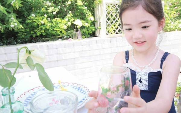 """Cô bé có vẻ đẹp thiên thần gây """"sốt"""" mạng xã hội Hàn Quốc 5"""