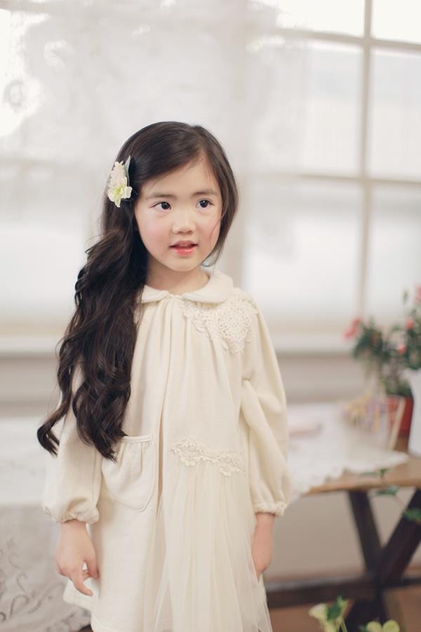 """Cô bé có vẻ đẹp thiên thần gây """"sốt"""" mạng xã hội Hàn Quốc 16"""