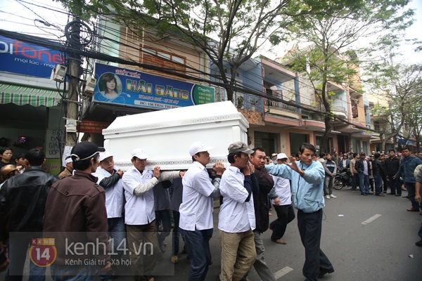 Lễ đưa tang đầy nước mắt của cô gái bị chém và thiêu sống ở Đà Nẵng 6