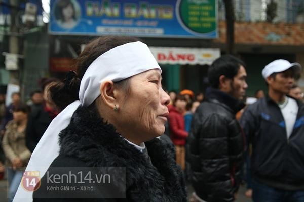 Lễ đưa tang đầy nước mắt của cô gái bị chém và thiêu sống ở Đà Nẵng 8