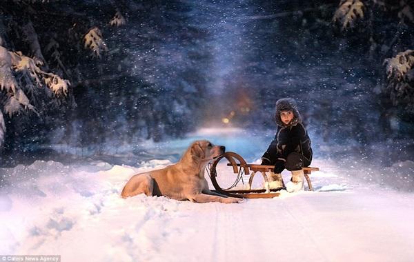 Bộ ảnh tuyệt đẹp của 2 cậu bé bên những loài động vật dễ thương 5