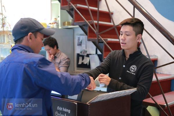 Ngó nghiêng những chàng phục vụ đẹp trai ở các quán cafe hot tại Hà Nội 4