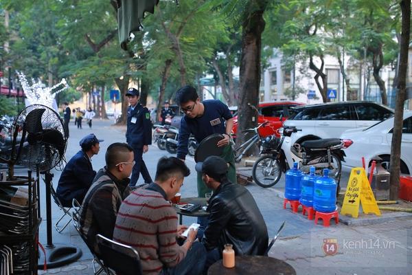 Ngó nghiêng những chàng phục vụ đẹp trai ở các quán cafe hot tại Hà Nội 12