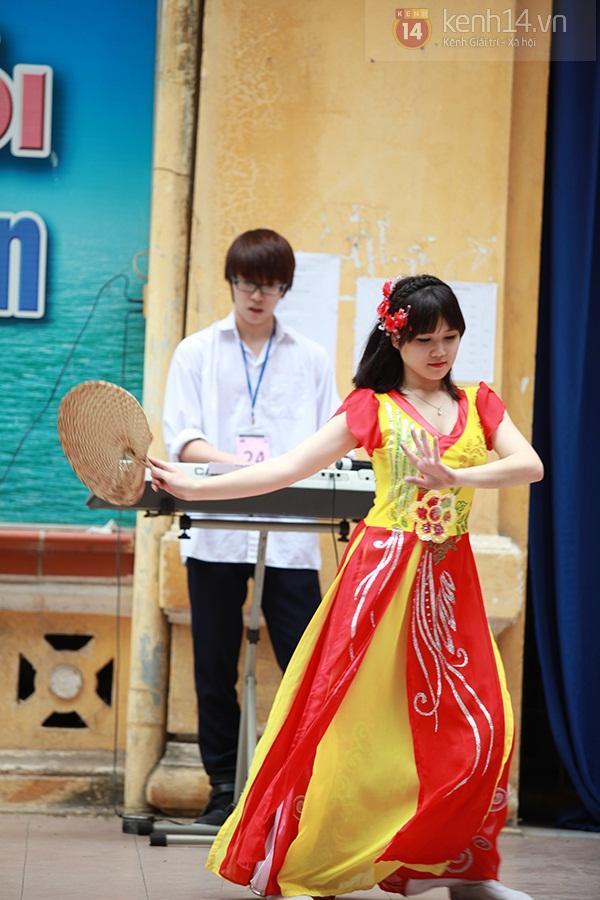 Sa Lim cực xinh làm giám khảo casting cho teen Phan Đình Phùng 8