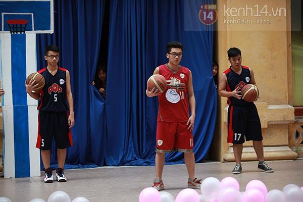 Sa Lim cực xinh làm giám khảo casting cho teen Phan Đình Phùng 14