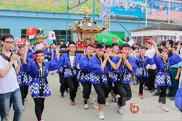 Giới trẻ Hà thành sôi động cùng lễ hội hoa anh đào 2