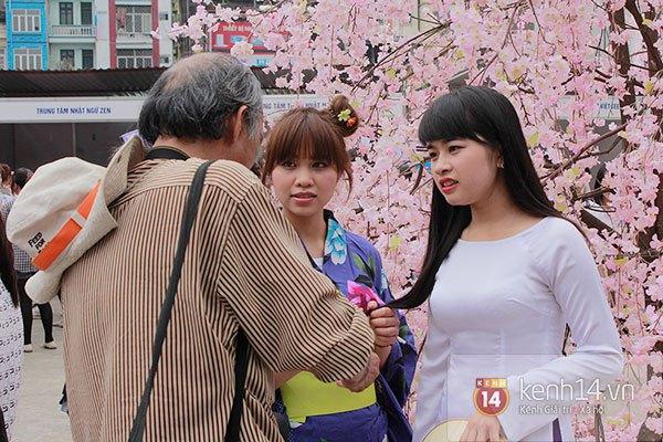 Giới trẻ Hà thành sôi động cùng lễ hội hoa anh đào 15