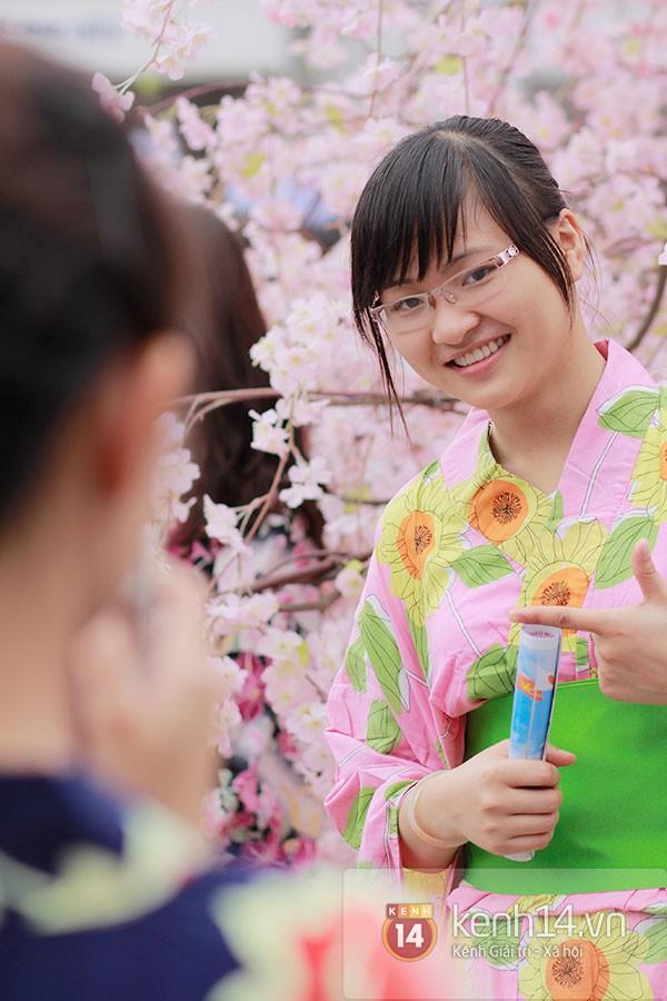 Giới trẻ Hà thành sôi động cùng lễ hội hoa anh đào 27