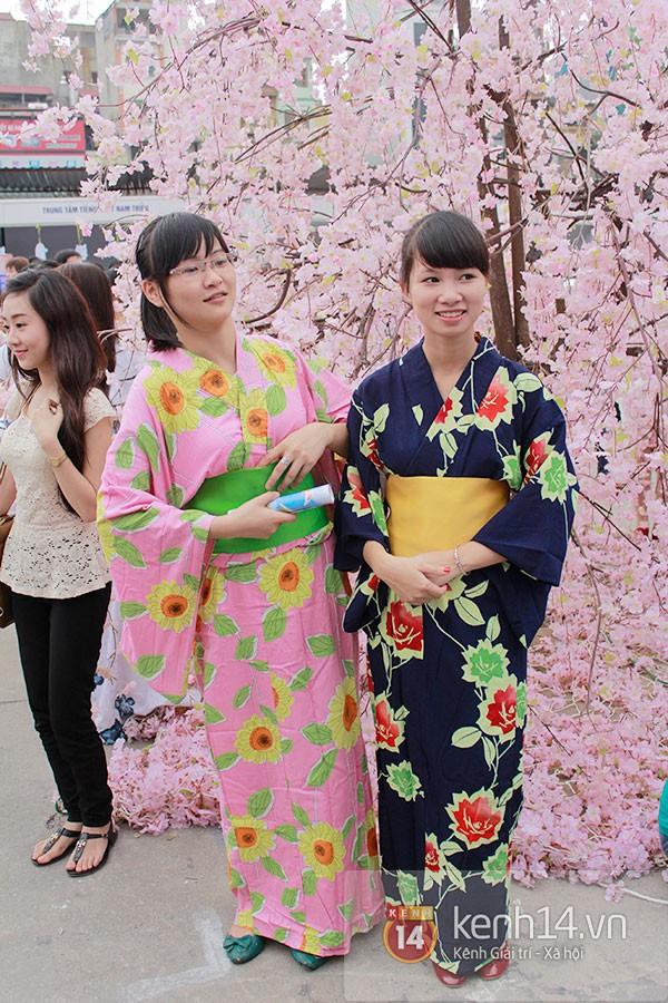 Giới trẻ Hà thành sôi động cùng lễ hội hoa anh đào 29