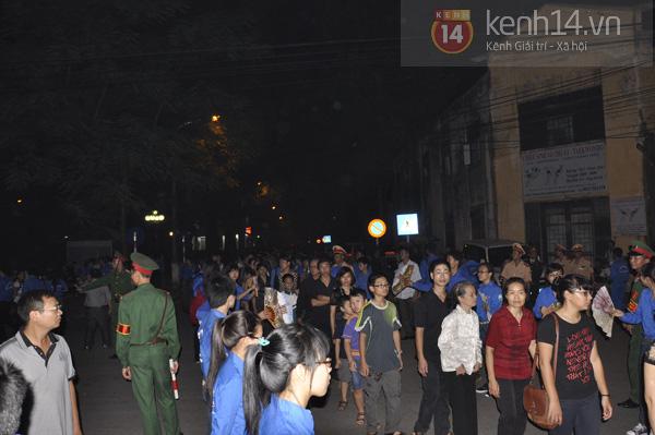 Hết giờ Lễ viếng Quốc tang, nhiều người dân vẫn xếp hàng vào viếng Đại tướng 137