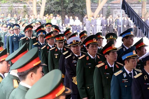 Hết giờ Lễ viếng Quốc tang, nhiều người dân vẫn xếp hàng vào viếng Đại tướng 32