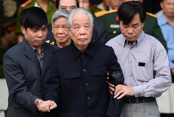 Hết giờ Lễ viếng Quốc tang, nhiều người dân vẫn xếp hàng vào viếng Đại tướng 35