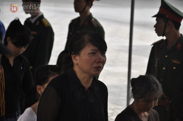 Hết giờ Lễ viếng Quốc tang, nhiều người dân vẫn xếp hàng vào viếng Đại tướng 128