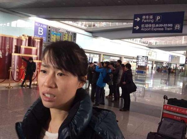 Người thân khóc ròng, vật vã ngóng tin vụ máy bay Malaysia rơi 15