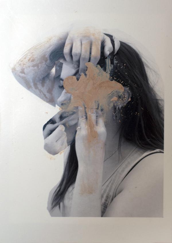"""Tranh vẽ """"cào xé khuôn mặt"""" mang thông điệp ý nghĩa 4"""