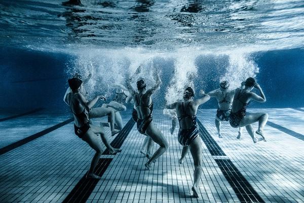 """Xem """"người xếp hình"""" dưới bể bơi trong chùm ảnh dưới nước 3"""