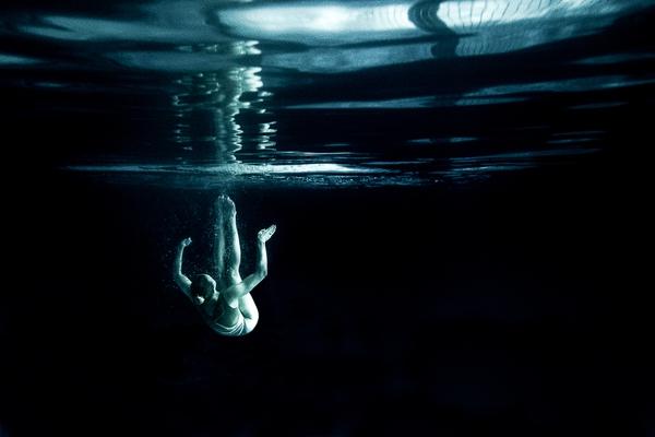 """Xem """"người xếp hình"""" dưới bể bơi trong chùm ảnh dưới nước 5"""