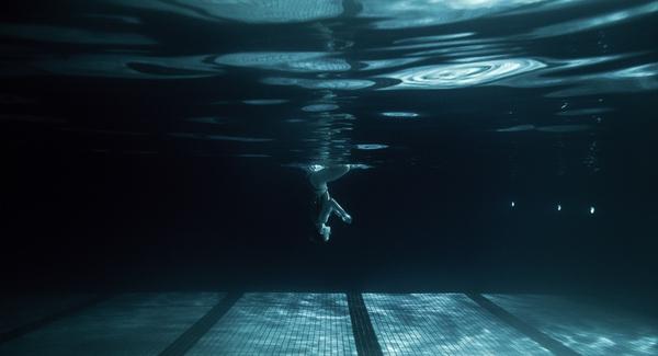 """Xem """"người xếp hình"""" dưới bể bơi trong chùm ảnh dưới nước 7"""