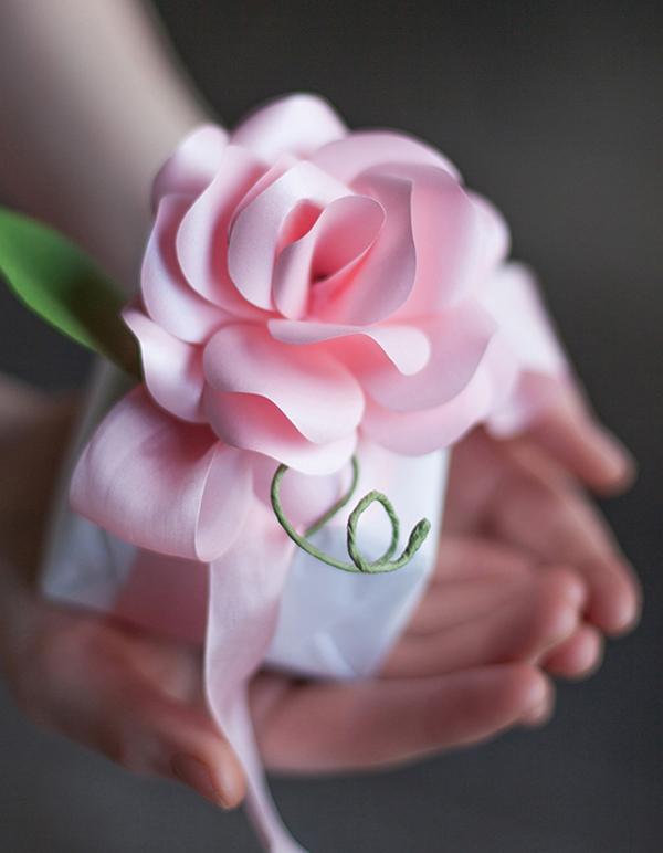 Ý tưởng làm tranh hoa hồng giấy đi tỏ tình lãng mạn 11