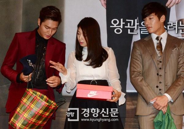 """Lee Min Ho """"nổi chói lọi"""" giữa dàn sao """"The Heirs"""" 13"""