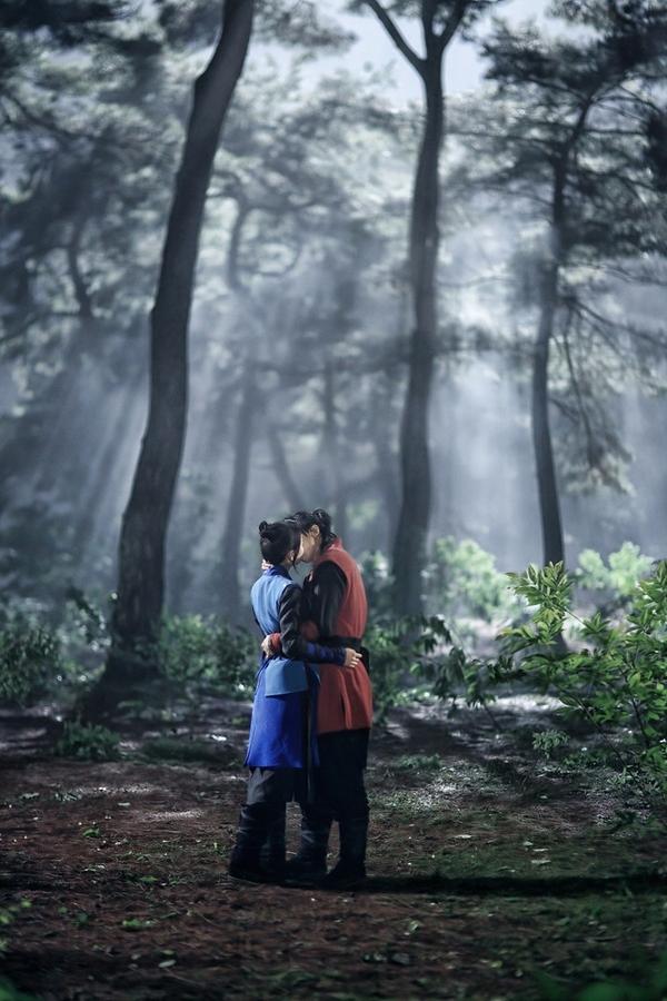 """Những cảnh hôn trên màn ảnh Hàn khiến phụ huynh """"nhăn mặt"""" 2"""