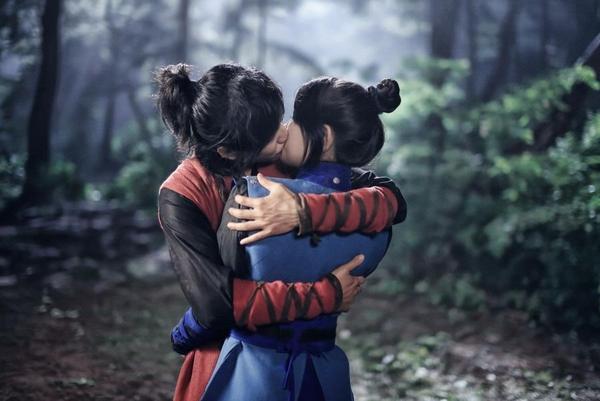 """Những cảnh hôn trên màn ảnh Hàn khiến phụ huynh """"nhăn mặt"""" 3"""