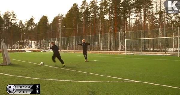Thủ môn nghiệp dư Lassi Hurskainen lại tung clip biểu diễn gây sốt 5