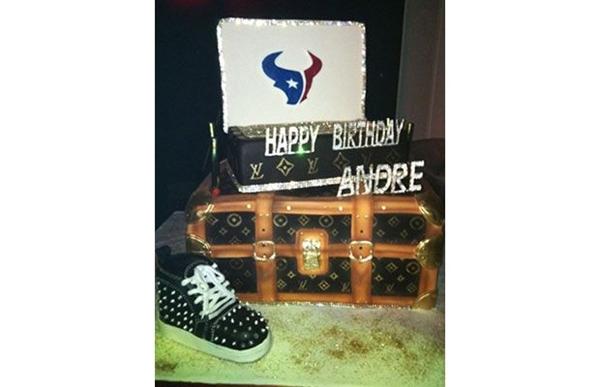 Loạt bánh sinh nhật hình cặp mông, con voi, xe đua... siêu độc của các sao thể thao 4