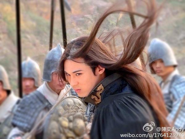 Chiến thần Lan Lăng Vương khoe ảnh xinh hơn con gái 12