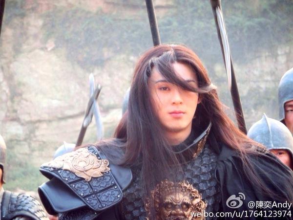 Chiến thần Lan Lăng Vương khoe ảnh xinh hơn con gái 13