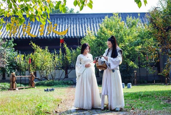 Chiến thần Lan Lăng Vương khoe ảnh xinh hơn con gái 3