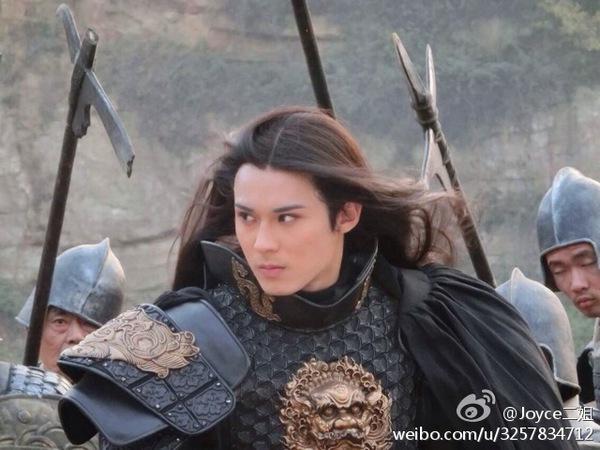 Chiến thần Lan Lăng Vương khoe ảnh xinh hơn con gái 14