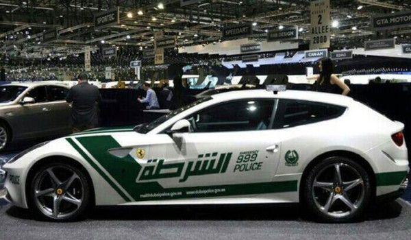 Lác mắt với bộ sưu tập xế hộp của cảnh sát Dubai 7