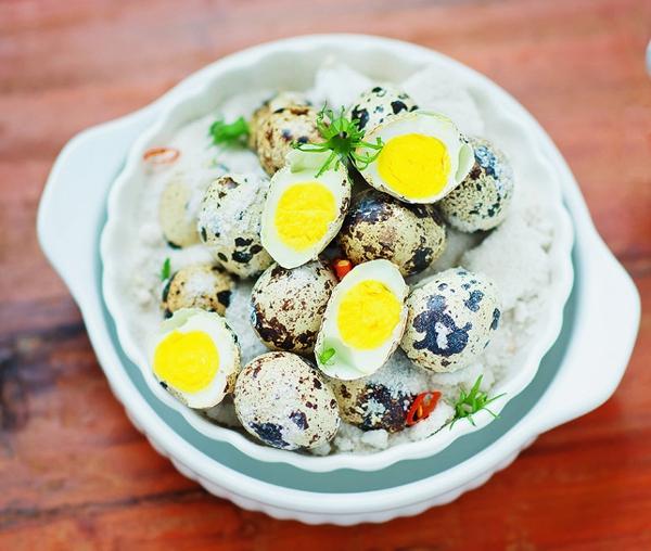 Trứng cút rang muối vừa thơm vừa bùi 7