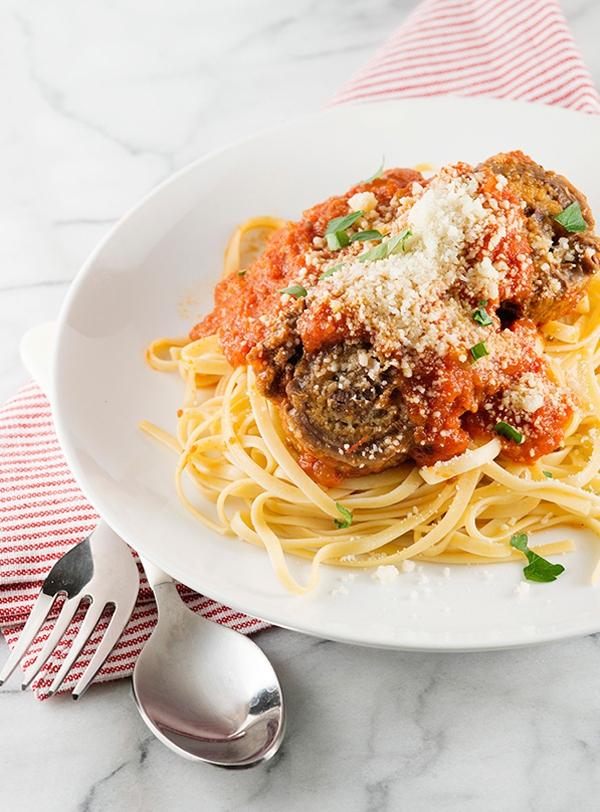 Thịt bò cuộn braciole ăn với pasta kiểu Ý ngon không thể chê 10