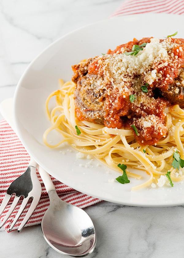 Thịt bò cuộn braciole ăn với pasta kiểu Ý ngon không thể chê 11