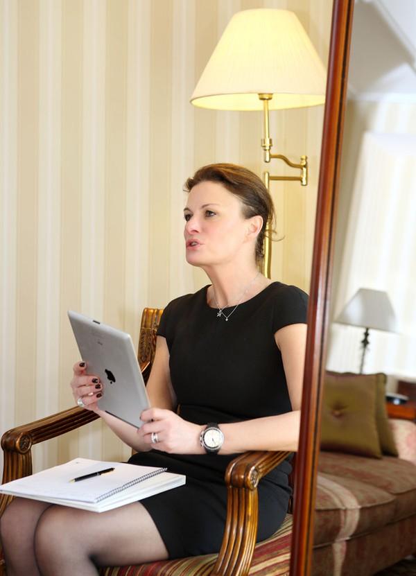 """Lý Nhã Kỳ """"khoe"""" váy độc quyền 2 tỷ của Chanel 10"""