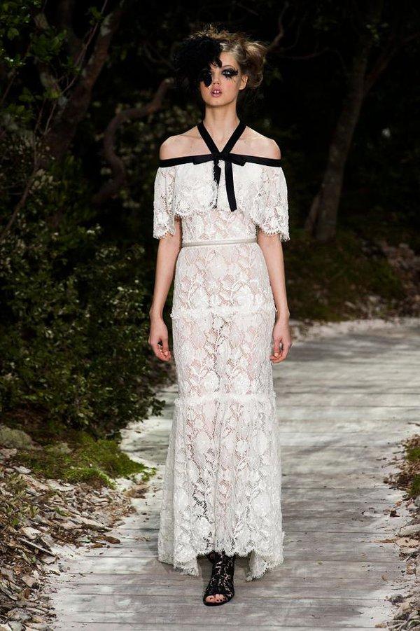 """Lý Nhã Kỳ """"khoe"""" váy độc quyền 2 tỷ của Chanel 1"""