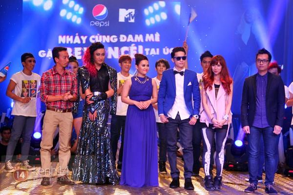 Đông Nhi, Tô Lâm cùng 10 bạn trẻ cháy hết mình với Beyoncé 13
