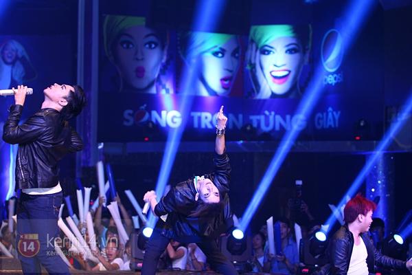Đông Nhi, Tô Lâm cùng 10 bạn trẻ cháy hết mình với Beyoncé 22