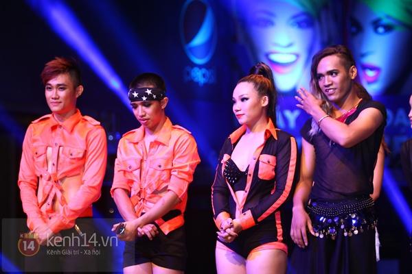 Đông Nhi, Tô Lâm cùng 10 bạn trẻ cháy hết mình với Beyoncé 37